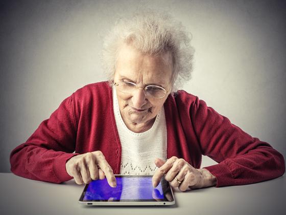 Paciente con Alzheimer en sesión de Estimulación Cognitiva