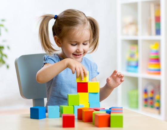 Niña en sesión de Neuropsicología Infantil (Atención Temprana)